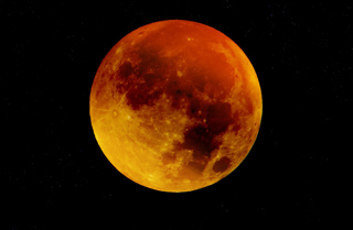 Roter Mond bei totaler Mondfinsternis